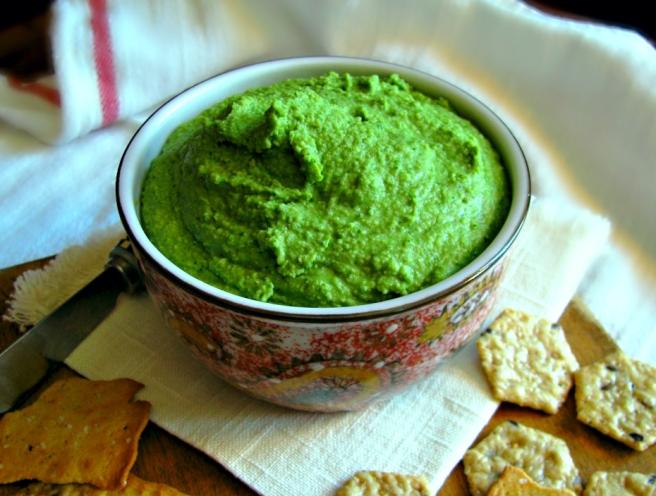 Glowing Green Spinach Artichoke Hummus - Vegan