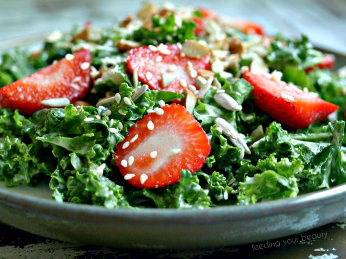 closeuptahinistrawberrykalesalad