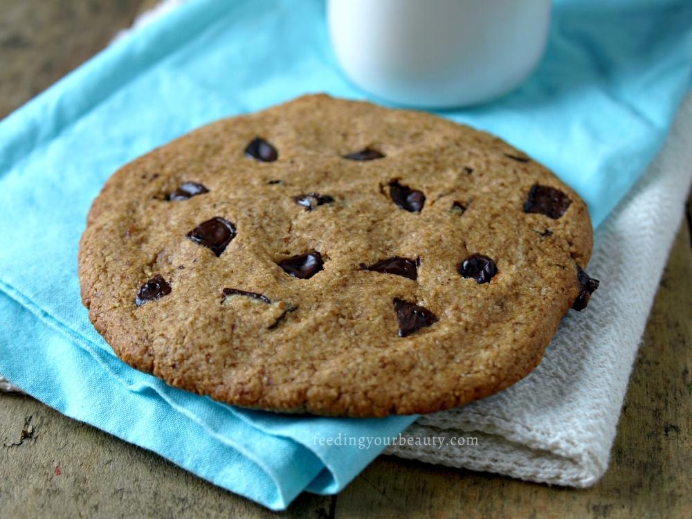 giant-vegan-chocolate-chip-cookie