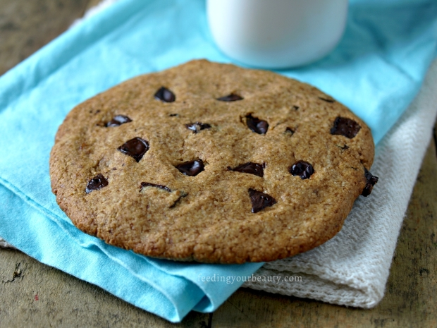 giant-vegan-chocolate-chip-cookie